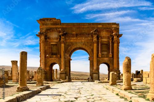 Staande foto Algerije Trajan's Arch of Timgad, a Roman-Berber city in the Aures Mountains of Algeria. (Colonia Marciana Ulpia Traiana Thamugadi). UNESCO World Heritage Site