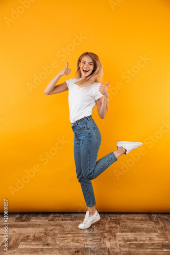 Photo  Full length portrait of a cheerful young blonde girl
