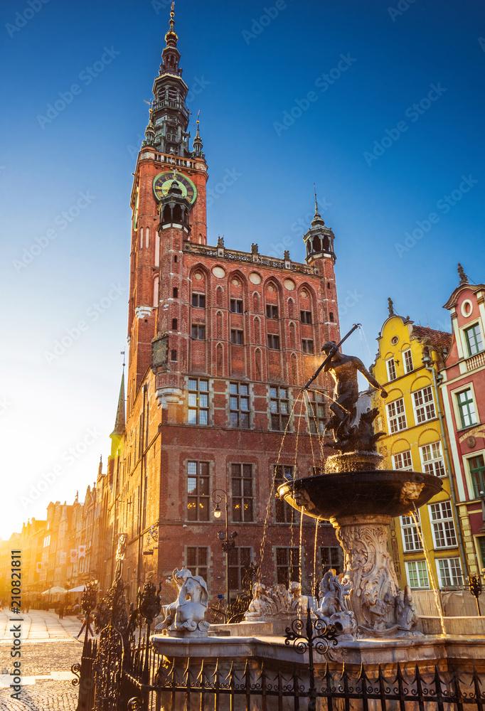 Fototapety, obrazy: Piękna fontanna w starym centrum Gdańskiego miasta