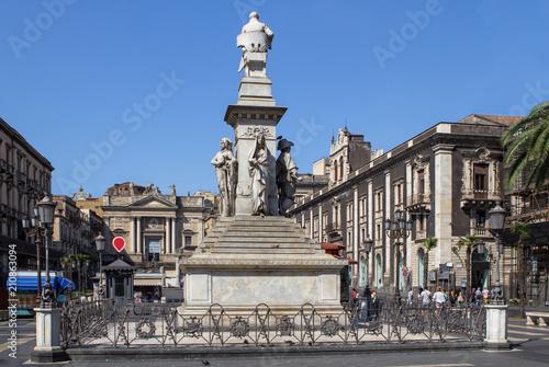 In de dag Madrid Vincenzo Bellini statue, Catania, Italy