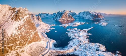 Staande foto Scandinavië Lofoten winter scenery panorama at sunrise, village of Reine, Norway