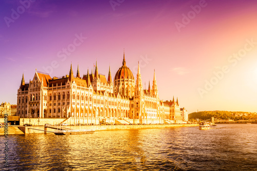 Spoed Foto op Canvas Boedapest Hungarian Parliament Building in Budapest