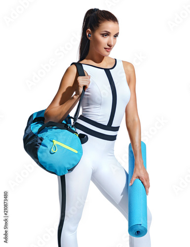 Photo Go to gym! Attractive latin woman in fashionable sportswear with sports bag on white background