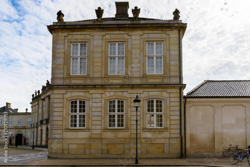 Photo  Amalienborg palace, the home of the Danish royal family in Copenhagen, the capit