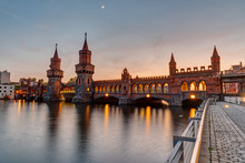 Lovely Sunset At The Oberaumbridge And The River Spree Seen In Berlin, Germany