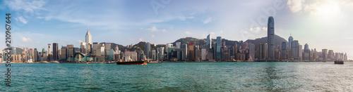 Panoramablick auf Hong Kong, die Skyline von Victoria Harbour und dem Bezirk Central, bei Tag