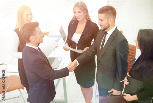 Staande foto Hoogte schaal handshake of business partners after signing the contract