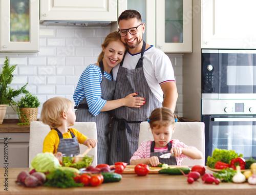 Papiers peints Kiev happy family with children preparing vegetable salad