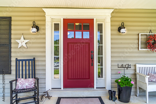 Fotografiet  Red Door Farmhouse Front Porch with Rocking Chair
