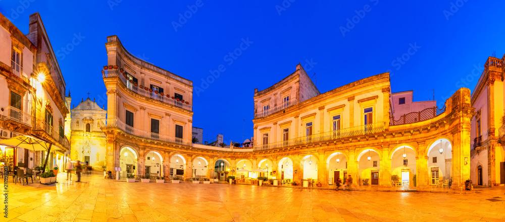 Fototapety, obrazy: Martina Franca, Puglia, Italy: Night view of the Piazza Plebisci
