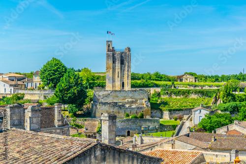 Fotografiet Aerial view of French village Saint Emilion dominated by Tour du Roy