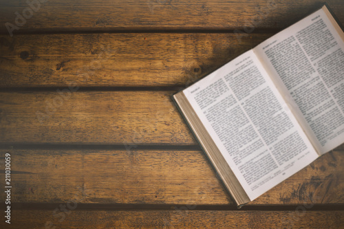 Cuadros en Lienzo Soft focus The holy bible on wood table with copy space