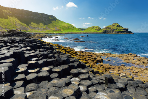 Fotomural Giants Causeway, an area of hexagonal basalt stones, created by ancient volcanic fissure eruption, County Antrim, Northern Ireland