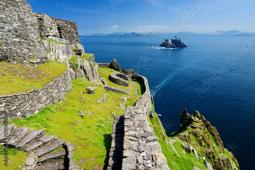 Obraz na plátně Skellig Michael or Great Skellig, home to the ruined remains of a Christian mona