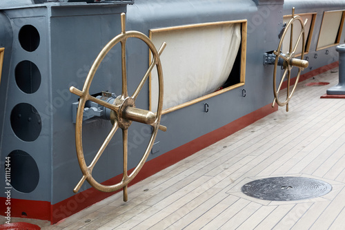 Tuinposter Schip Bronze steering wheels, for launching a rescue boat.