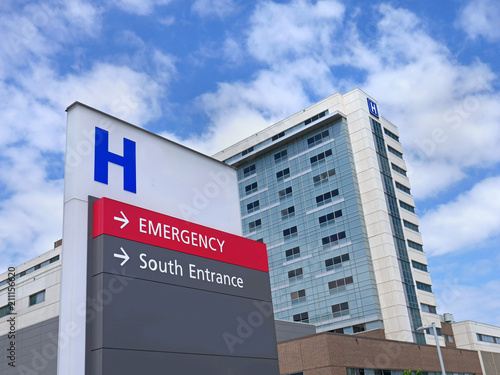 Canvastavla  direction sign with capital letter H for hospital