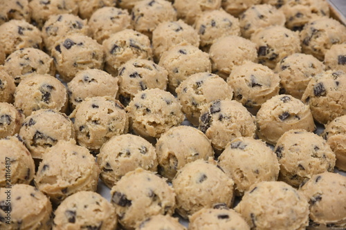 Foto op Aluminium Koekjes Chocolate chip cookie dough balls