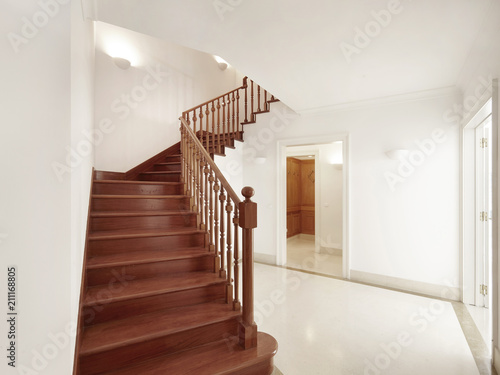 Fotografiet  Interior de casa entrada com escada