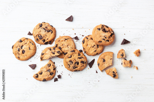 Photo  American cookies with chocolate chips on white wooden background