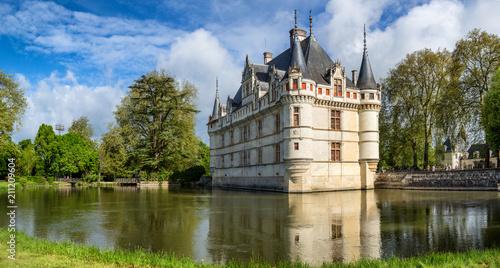Obraz na plátně The beautiful chateau at Azay le Rideau in the Loire, France
