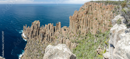Fototapeta Panoramic, elevated view of Cape Raoul with its impressive formation of dolerite columns