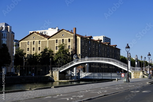 Foto op Plexiglas Caraïben Ponts sur le Canal. Paris. Rue de Crimée