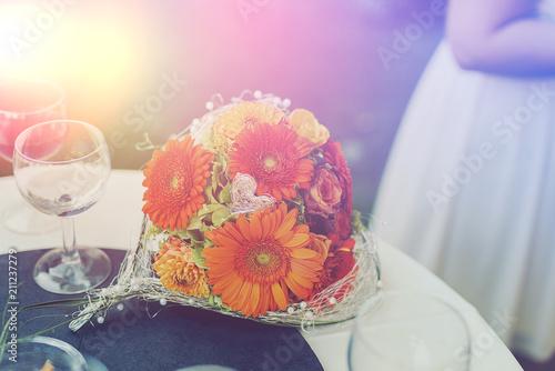 Blumenstrauss Dekoration Hochzeit Mit Weinglasern Buy This Stock