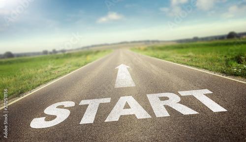 Tela Straße mit dem Wort Start