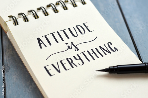 ATTITUDE IS EVERYTHING hand-lettered in notepad Fototapet