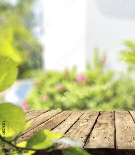 Letnie biurko z wolną przestrzenią