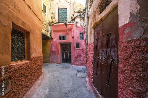 Fototapeten Schmale Gasse Alley in Marrakesh, the Morocco