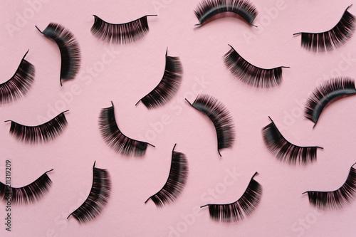 Stampa su Tela Black false lashes strips on pink background