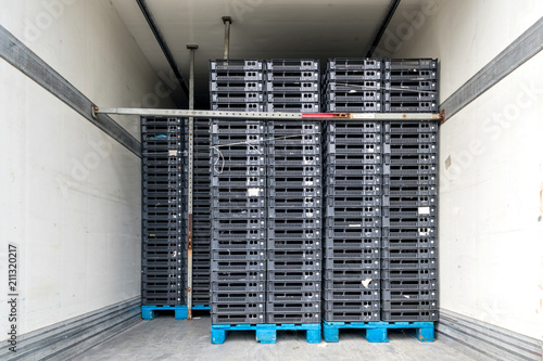 Stampa su Tela refrigerated semitrailer filled with transport crates on pallets