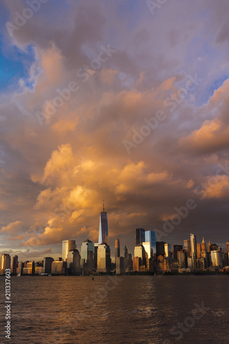 Photo  JUNE 4, 2018 - NEW YORK, NEW YORK, USA  - New York City Spectacular Sunset focus