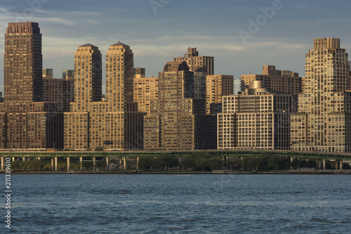 Juliste  JUNE 6, 2018 - NY, New York, USA - Condos and Apartment buildings on the Hudson