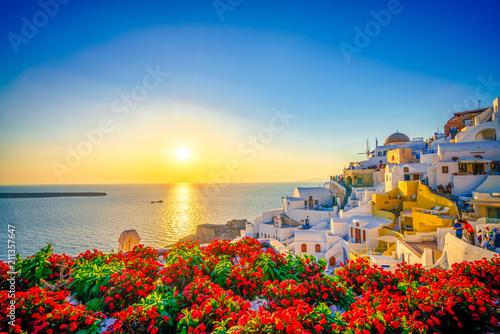 Zmierzch przy Oia miasteczkiem, Santorini, Grecja