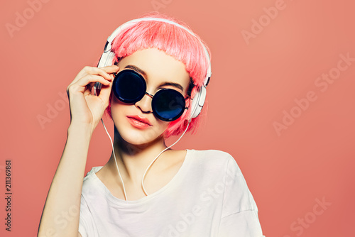 Cadres-photo bureau Magasin de musique sunglasses and headphones