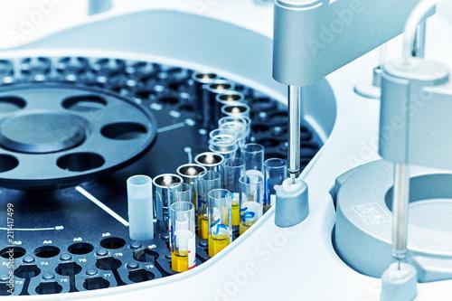 Fotografia  Hospital laboratories, automatic biochemical analyzer.