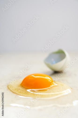 Foto op Plexiglas Gebakken Eieren Organic Egg is Being Broken on Smooth Countertop