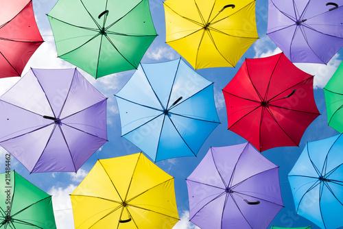 Photo Colorful umbrellas in the sky