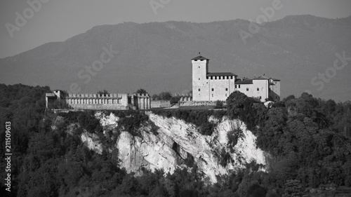 Fényképezés  Fortress of Angera