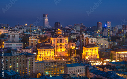 Foto op Plexiglas Bedehuis View to the center of Kiev at night