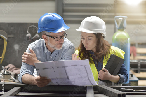 Metal industry manager and engineer meeting in factory Canvas-taulu