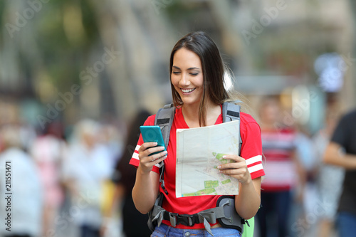 Fototapeta Teenage tourist searching destination online obraz