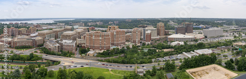 Photo The skyline of Alexandria, Virginia, USA and surrounding areas as seen from the top of the George Washington Masonic Temple
