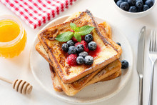 French Toast With Berries And ...