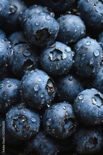 Fotografia Top view macro shot of fresh blueberry with water drops