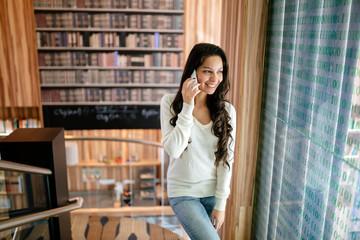 Fototapeta Brunette businesswoman talking on phone