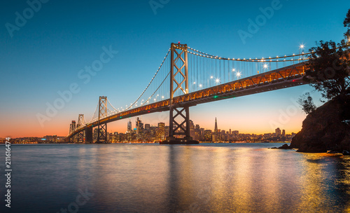 In de dag Amerikaanse Plekken San Francisco skyline with Oakland Bay Bridge at sunset, California, USA