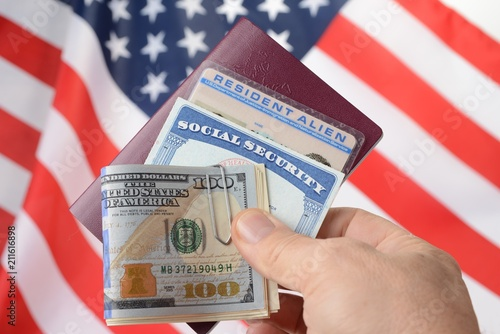 Valokuva  Social security card and resident alien card